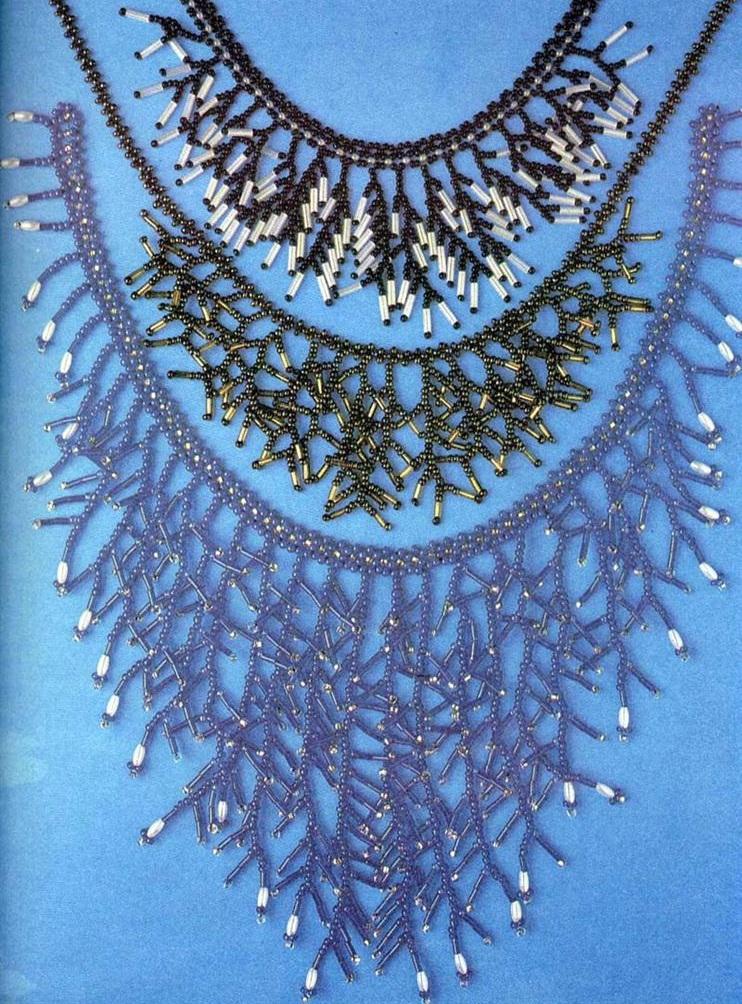Колье с перламутровой схемы плетения упомянутые в вы сможете сплести из бисера Оригинальное весеннее колье из бисера...