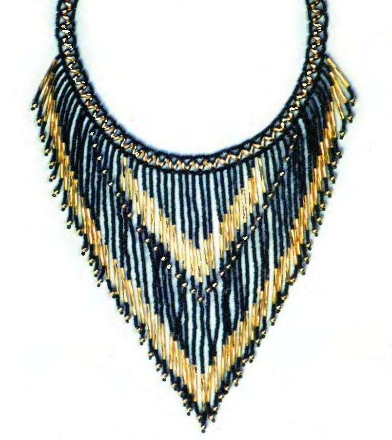 Красивое нарядное ожерелье из бисера, стекляруса и бусин.  Пышное украшение подойдет на праздничный вечер.