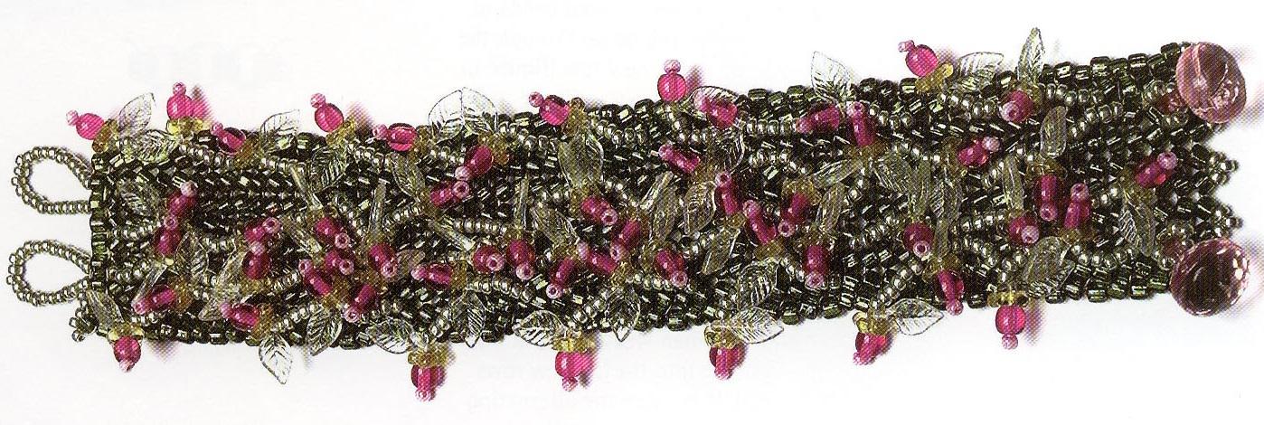 Очень красивый зеленый браслет, украшенный розовыми бусинками как ягодками.  Веселый браслетик поднимет настроение.