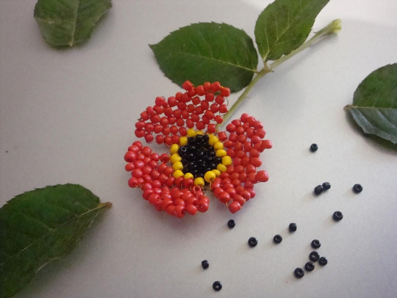 ...бисер - черный бисер - желтый бисер - проволока медная Схема его плетения: Красный мак из бисера сплетённый.