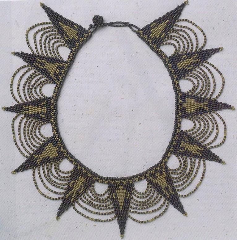 Это ожерелье выполнено в типичном стиле...  Примечание. .  В зависимости от размера бисера может понадобится изменить...