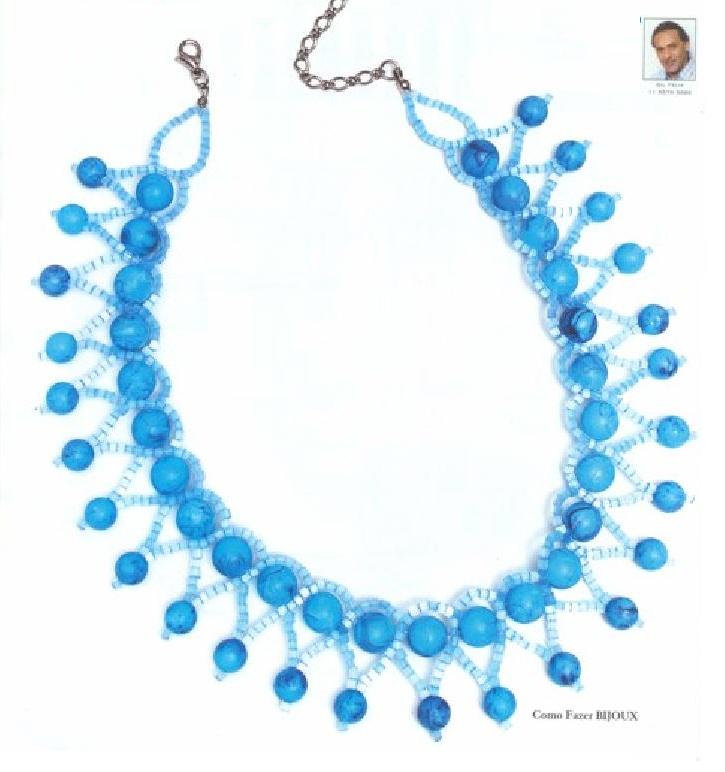 Голубое украшение из бусин и рубки.