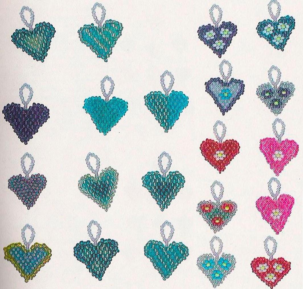 сердечки из бисера с узорами. голубые сердечки из бисера.